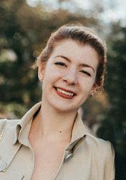 Портретна снимка на Деси